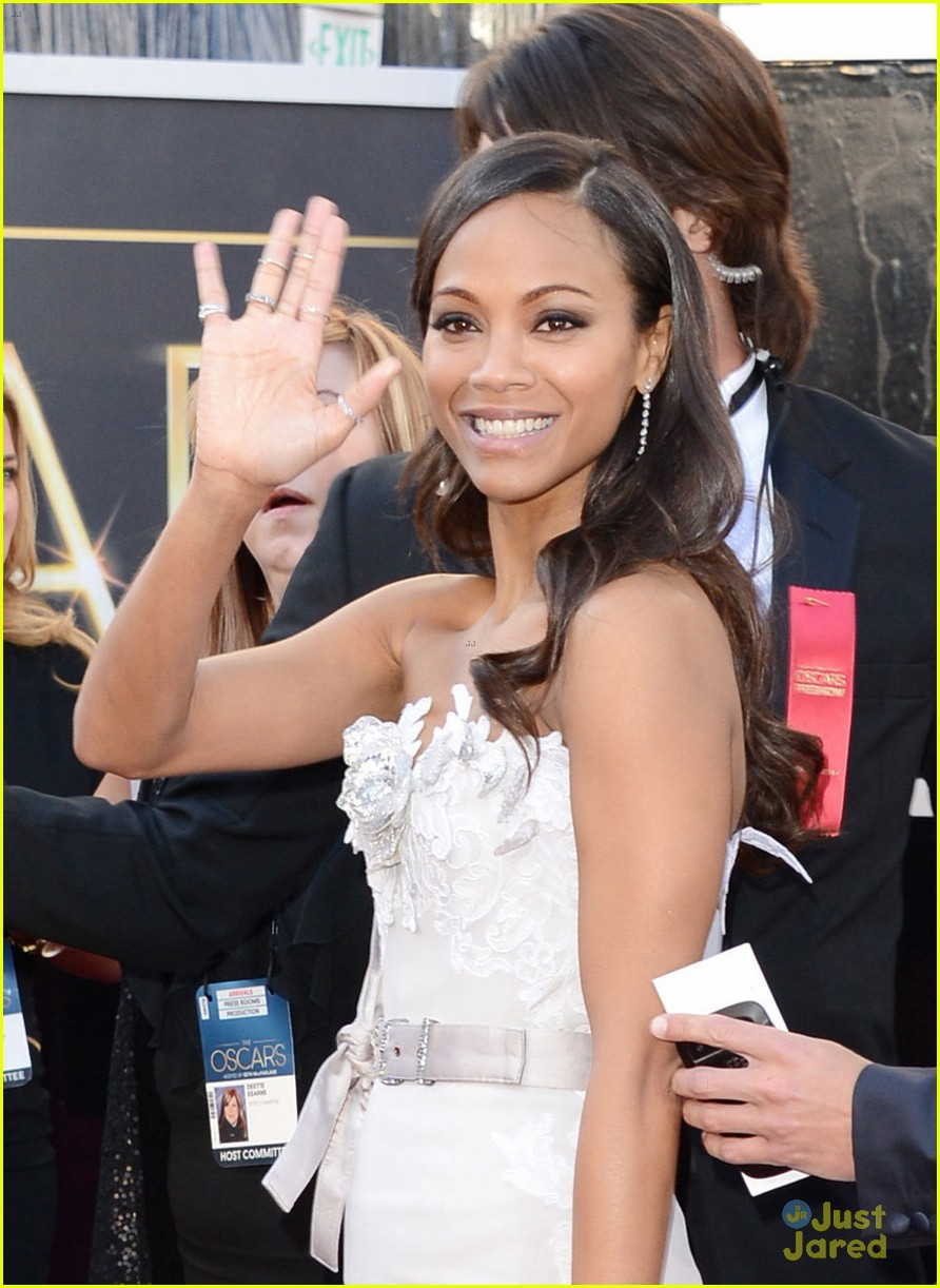 zoe saldana oscars 2013 red carpet 082819014