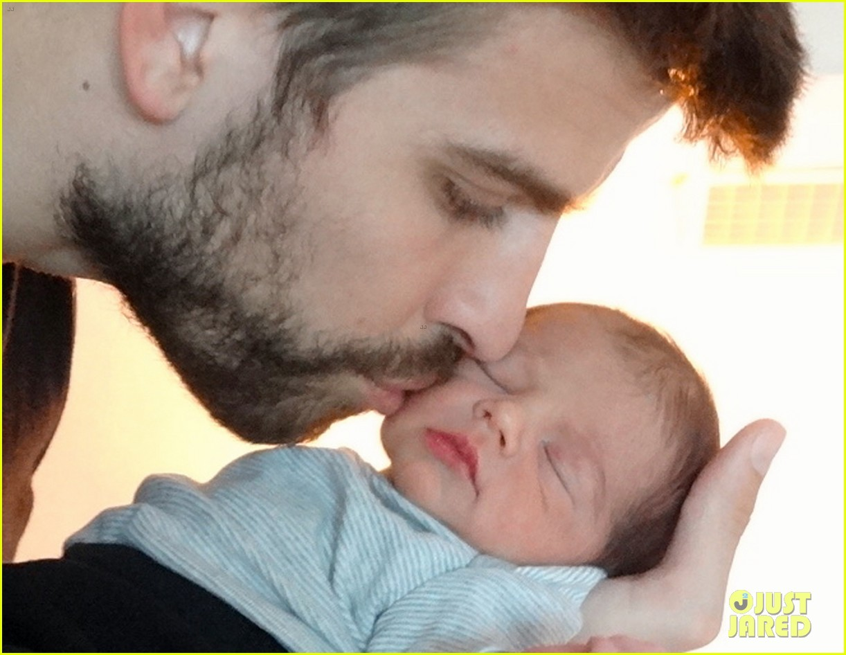 Shakira   Gerard Pique Share Baby Milan S First Picture