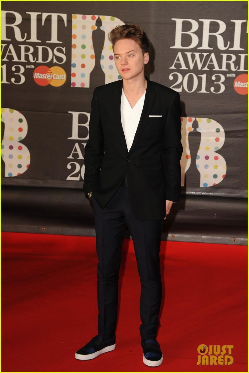 ed sheeran conor maynard brit awards 2013 red carpet 052815849