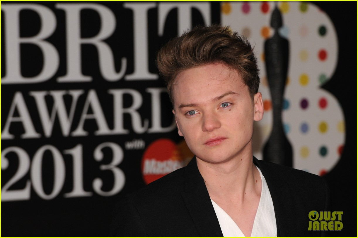 ed sheeran conor maynard brit awards 2013 red carpet 09