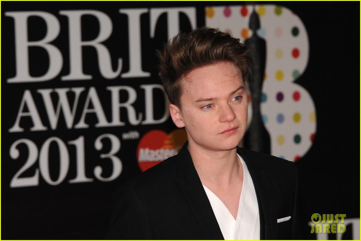 ed sheeran conor maynard brit awards 2013 red carpet 122815856