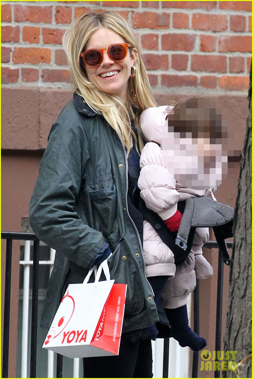sienna miller west village shopping with robin wright 01