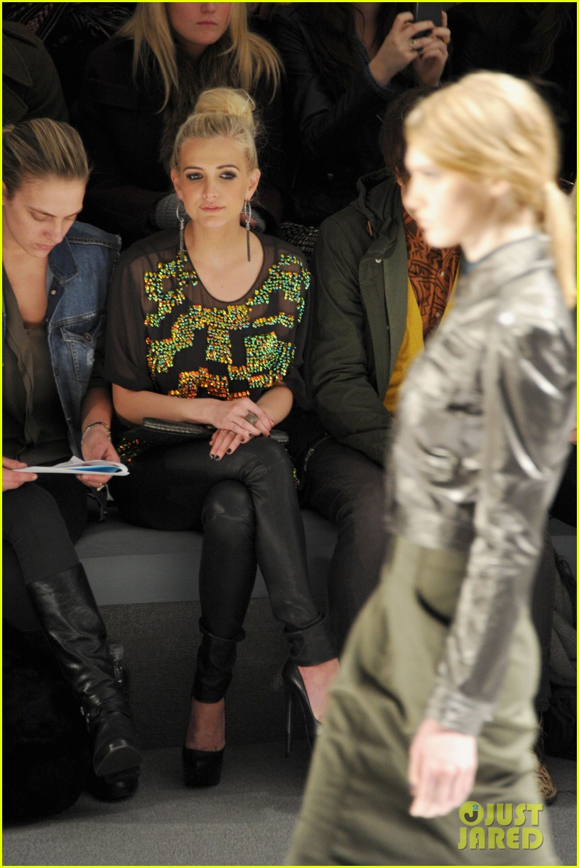 ashlee simpson christina ricci richard chai fashion show 16