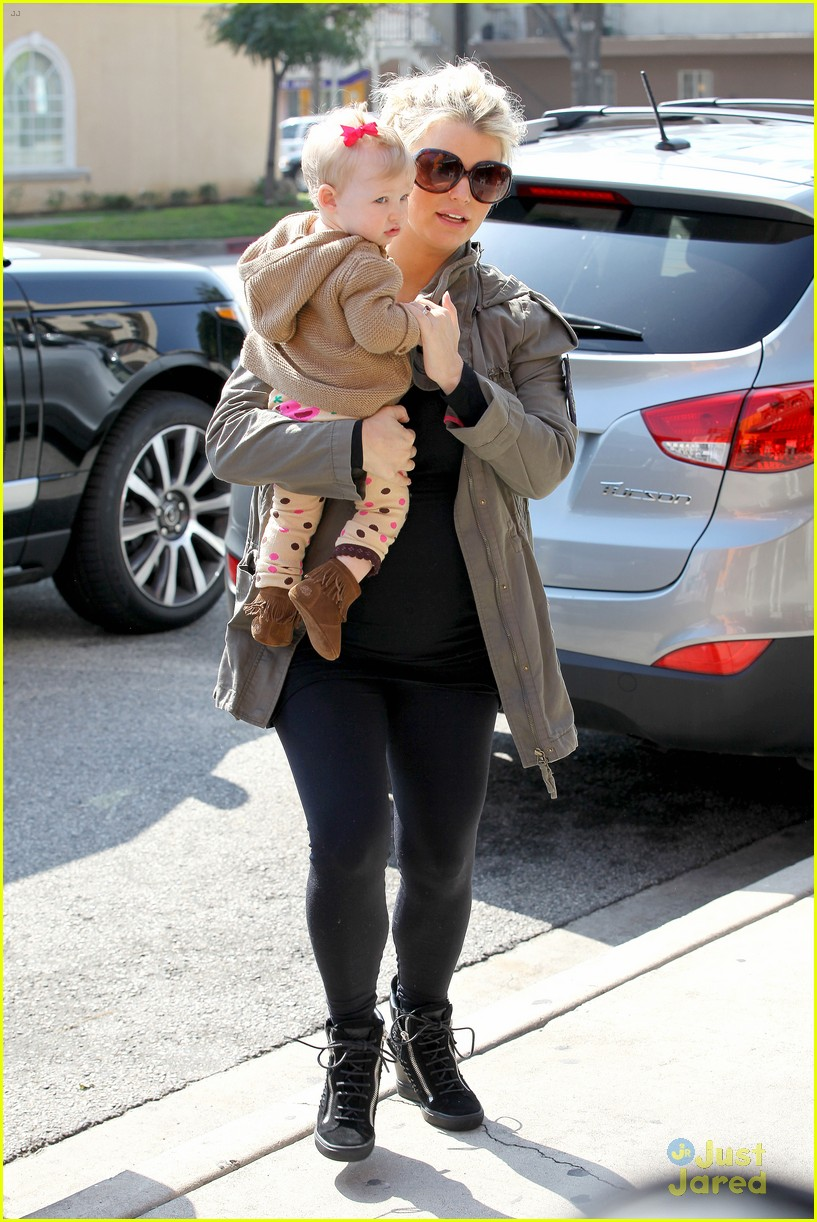 jessica simpson don cuco lunch with baby maxwell 03