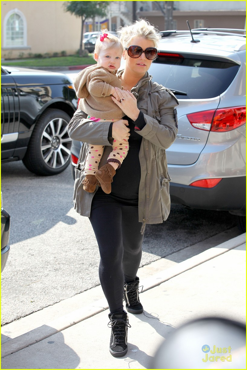 jessica simpson don cuco lunch with baby maxwell 05