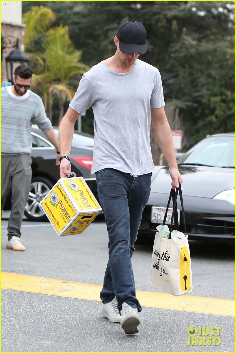 alexander skarsgard pre super bowl beer run 082803459
