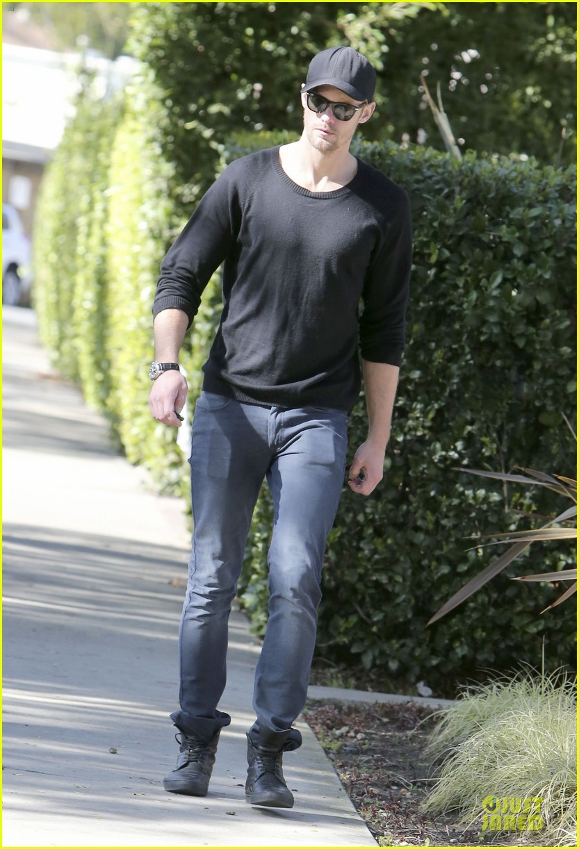 alexander skarsgard hollywood house hunting 172817343