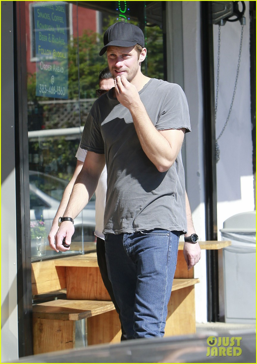 alexander skarsgard thursday lunch with a pal 112822481