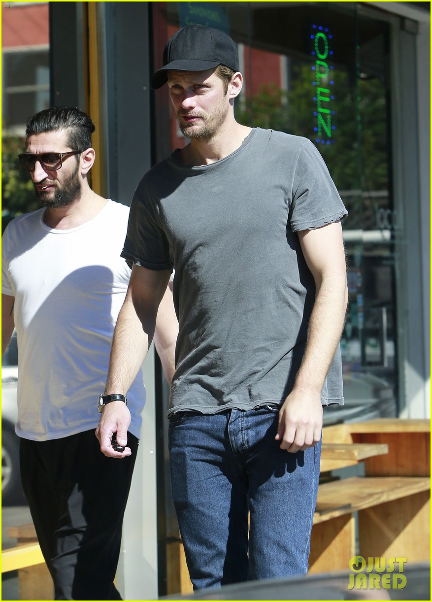 alexander skarsgard thursday lunch with a pal 12