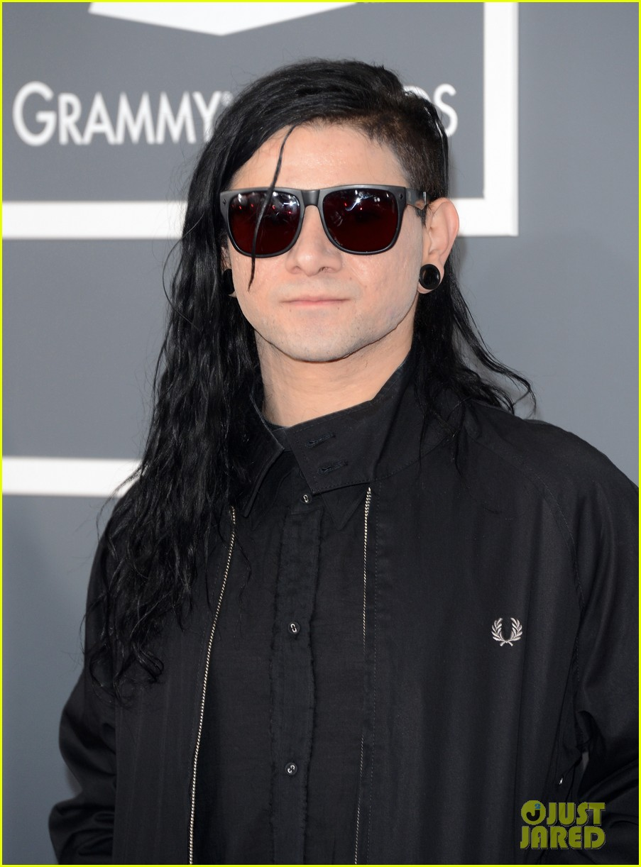 skrillex diplo grammys 2013 red carpet 012809071