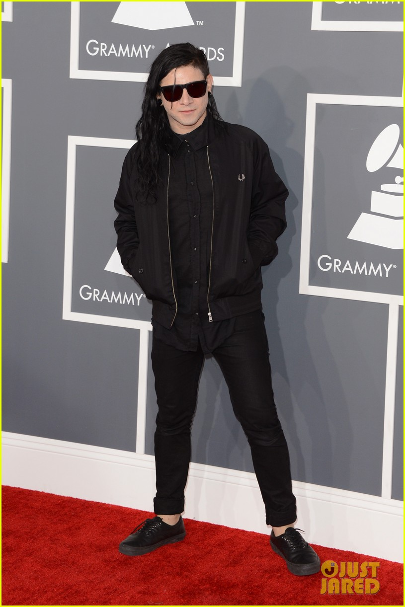 skrillex diplo grammys 2013 red carpet 05