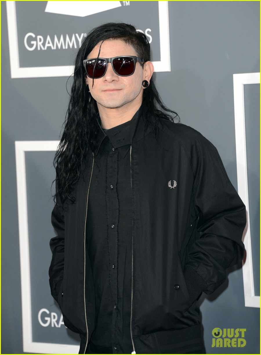 skrillex diplo grammys 2013 red carpet 112809081