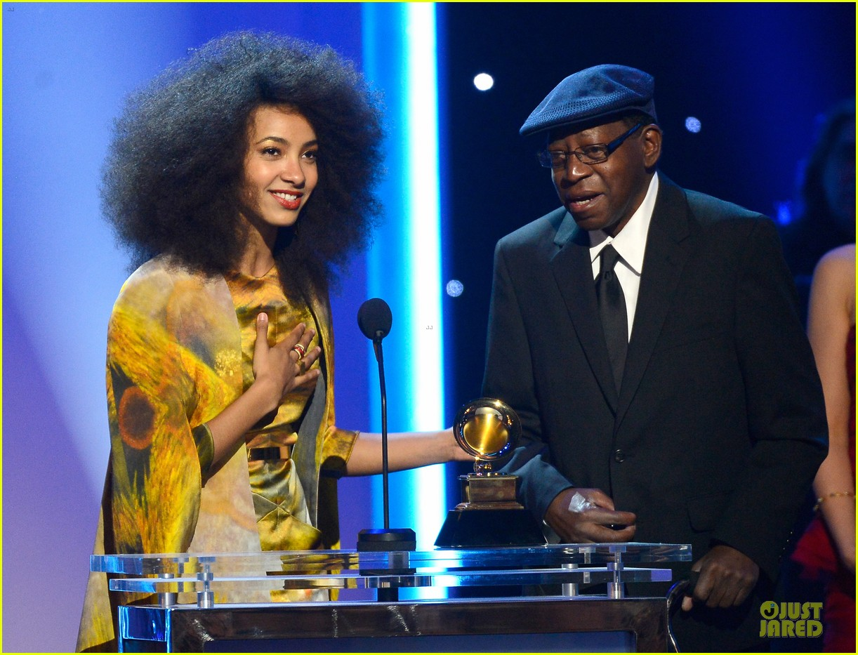 esperanza spalding grammys 2013 red carpet 06