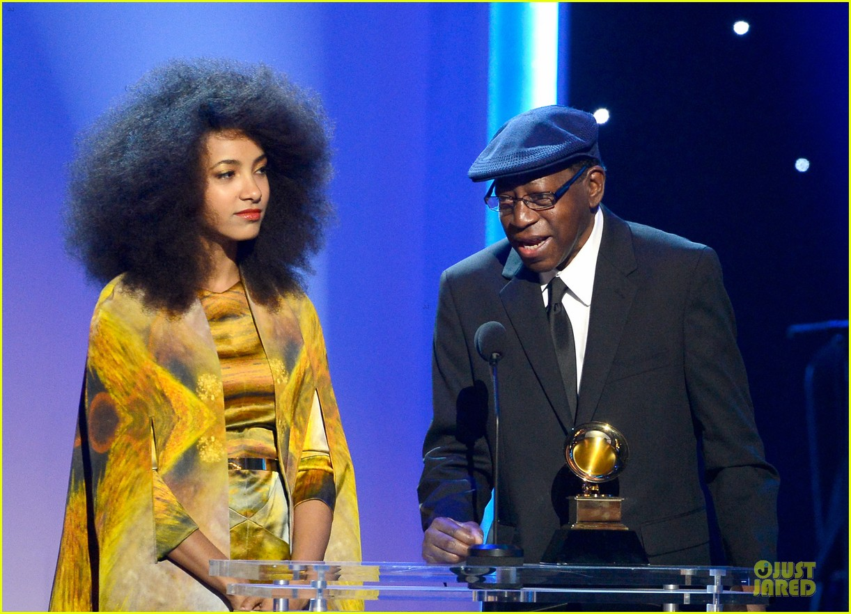 esperanza spalding grammys 2013 red carpet 08