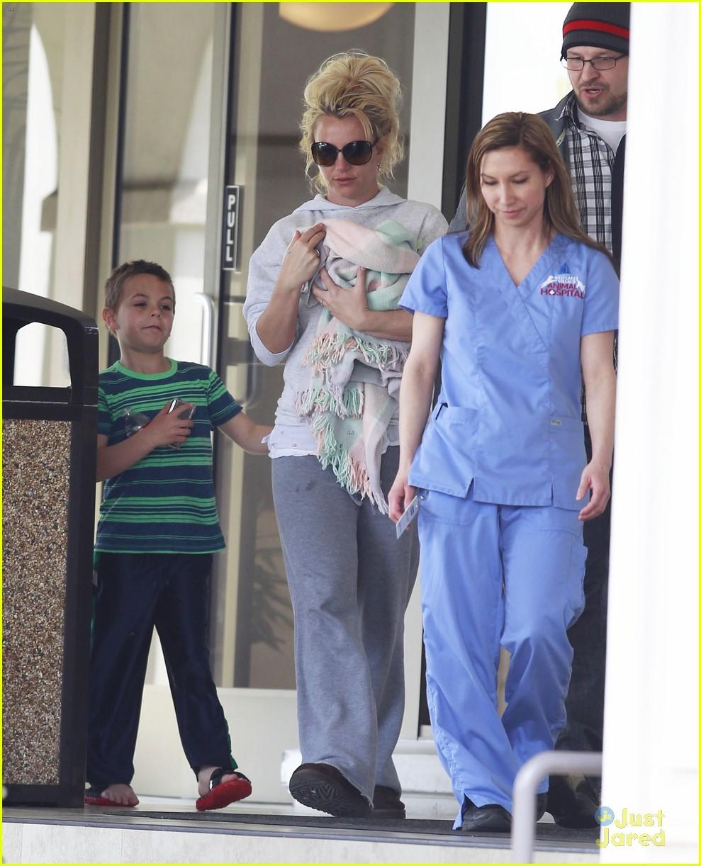 britney spears animal hospital with hannah and the boys 052814713