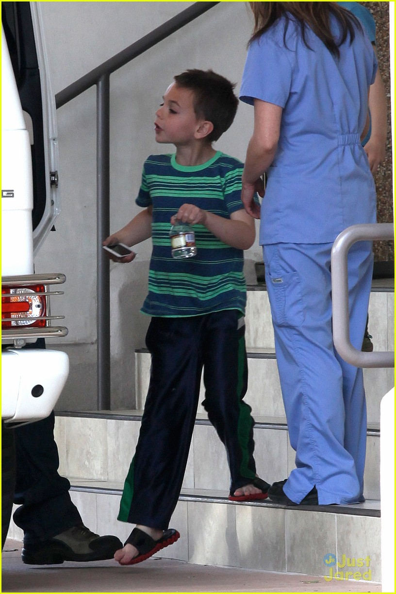 britney spears animal hospital with hannah and the boys 27