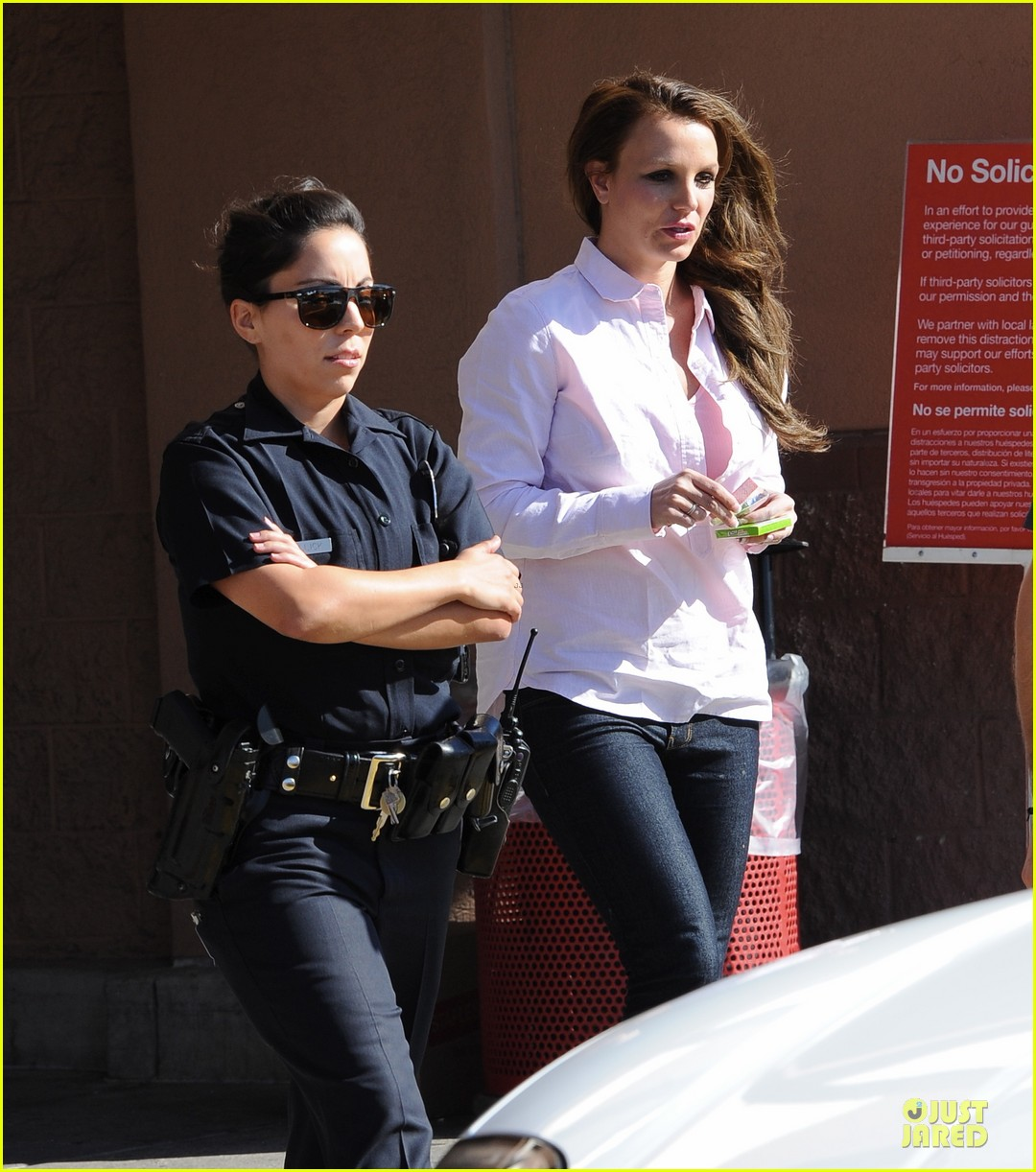 britney spears police escort at target 042821377