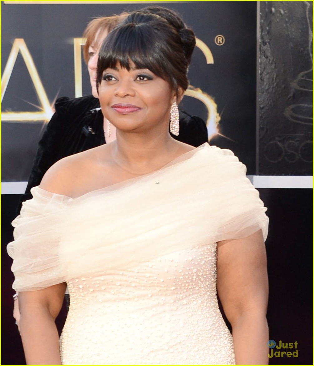octavia spencer oscars 2013 red carpet 022819276