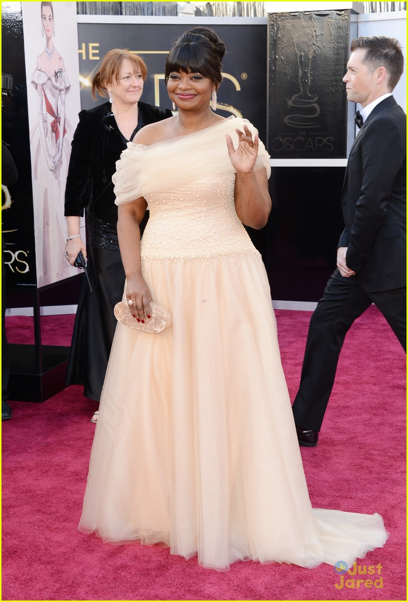 octavia spencer oscars 2013 red carpet 032819277