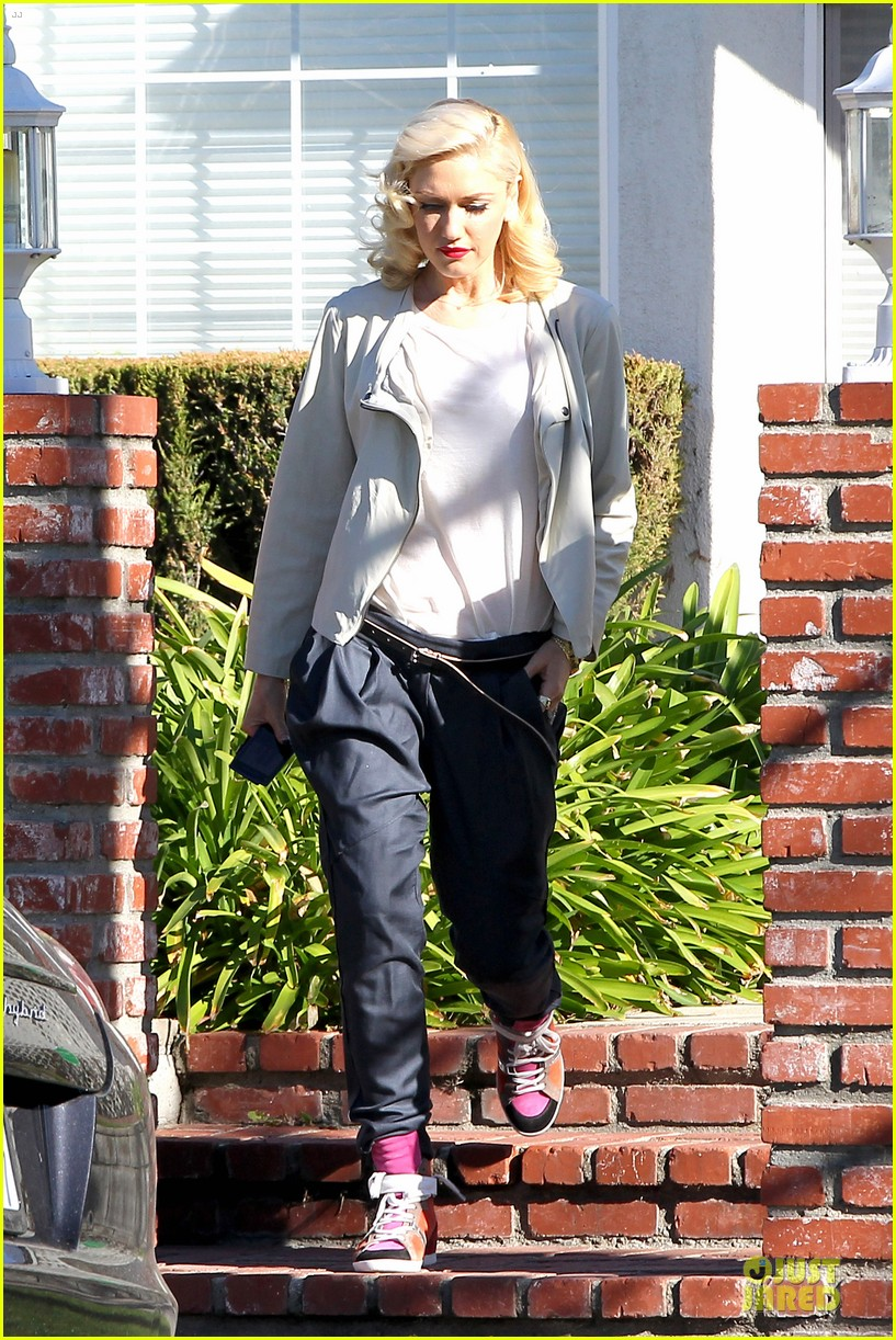 gwen stefani gavin rossdale scootering with the boys 072804909