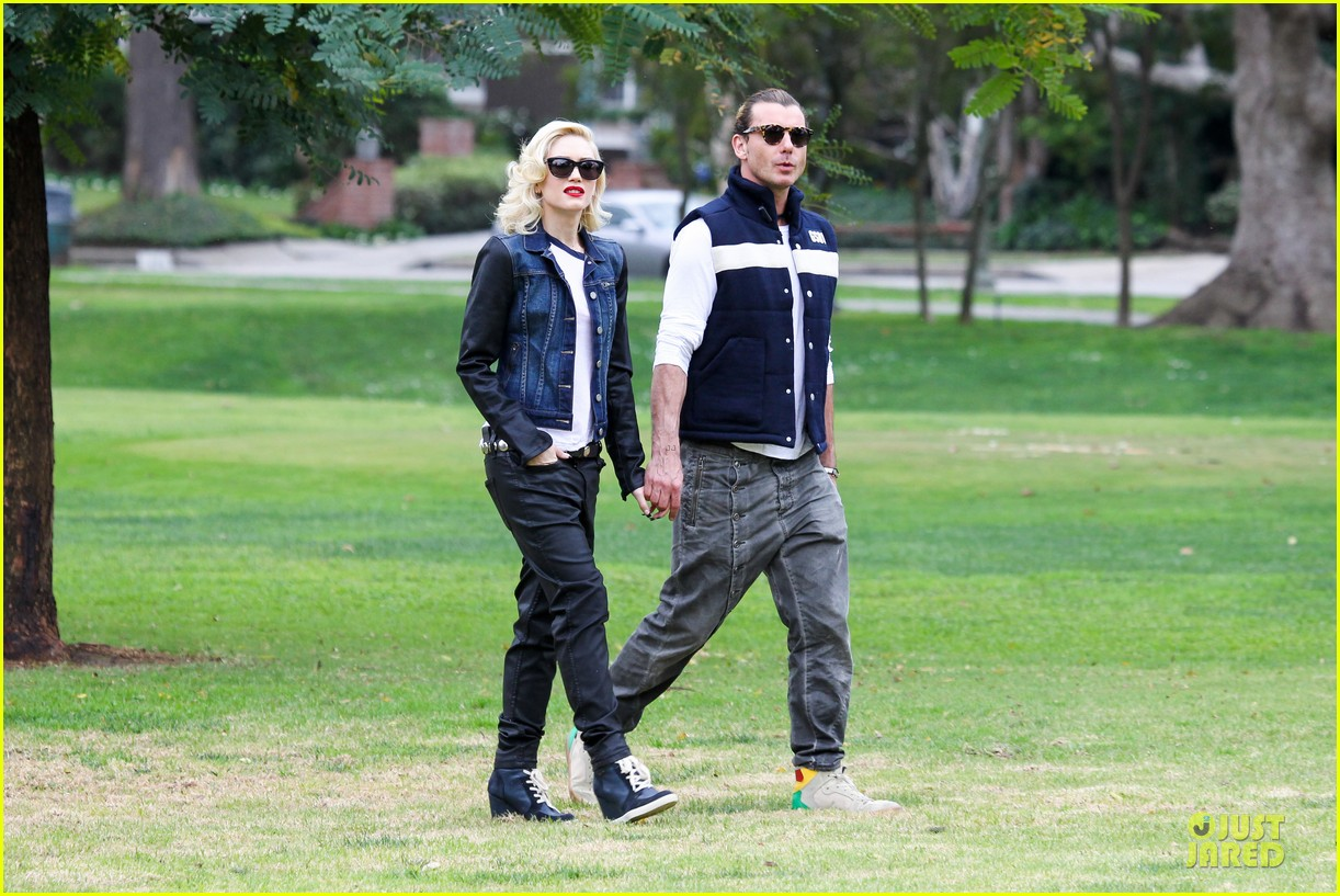 gwen stefani gavin rossdale scootering with the boys 172804919