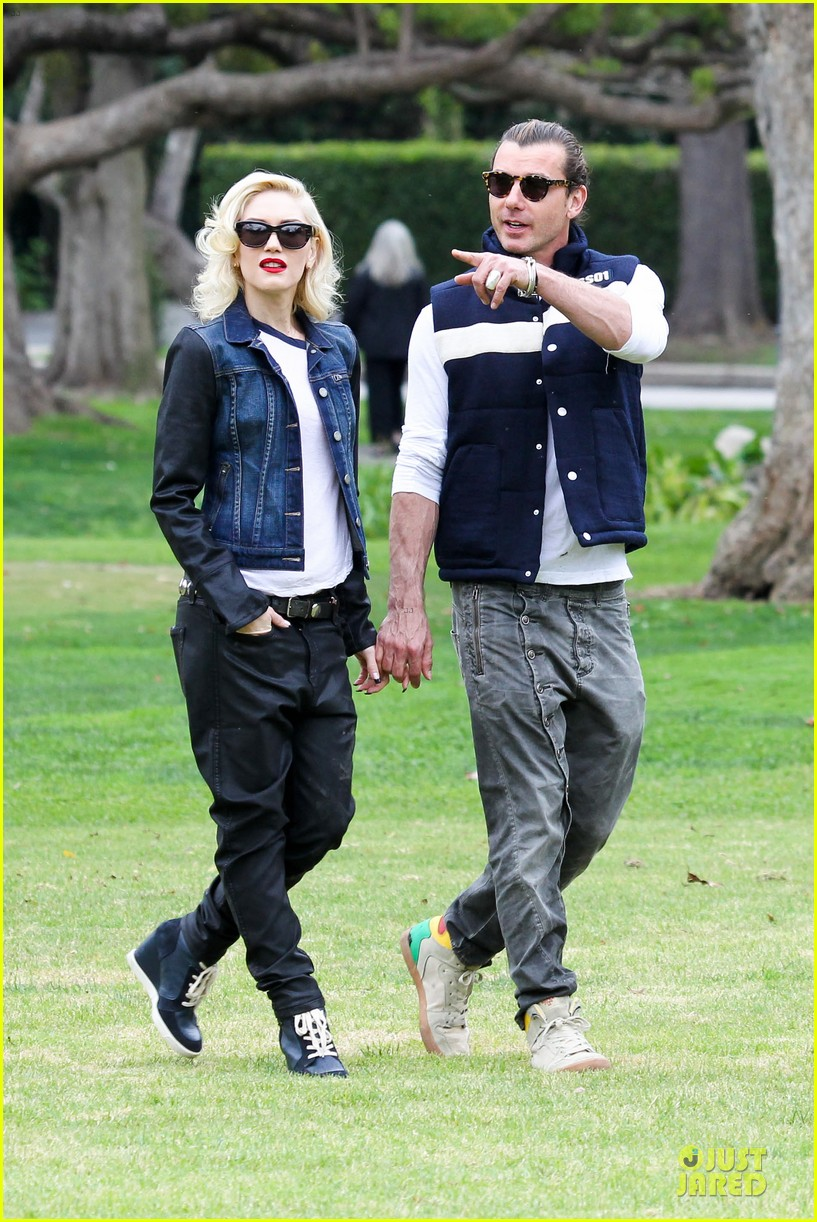 gwen stefani gavin rossdale scootering with the boys 212804923