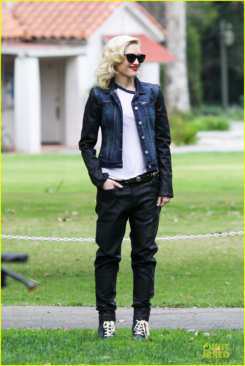 gwen stefani gavin rossdale scootering with the boys 232804925