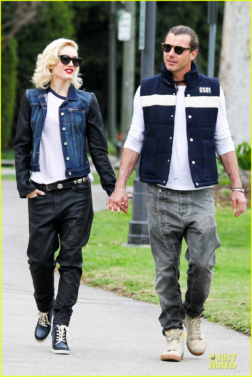 gwen stefani gavin rossdale scootering with the boys 252804927