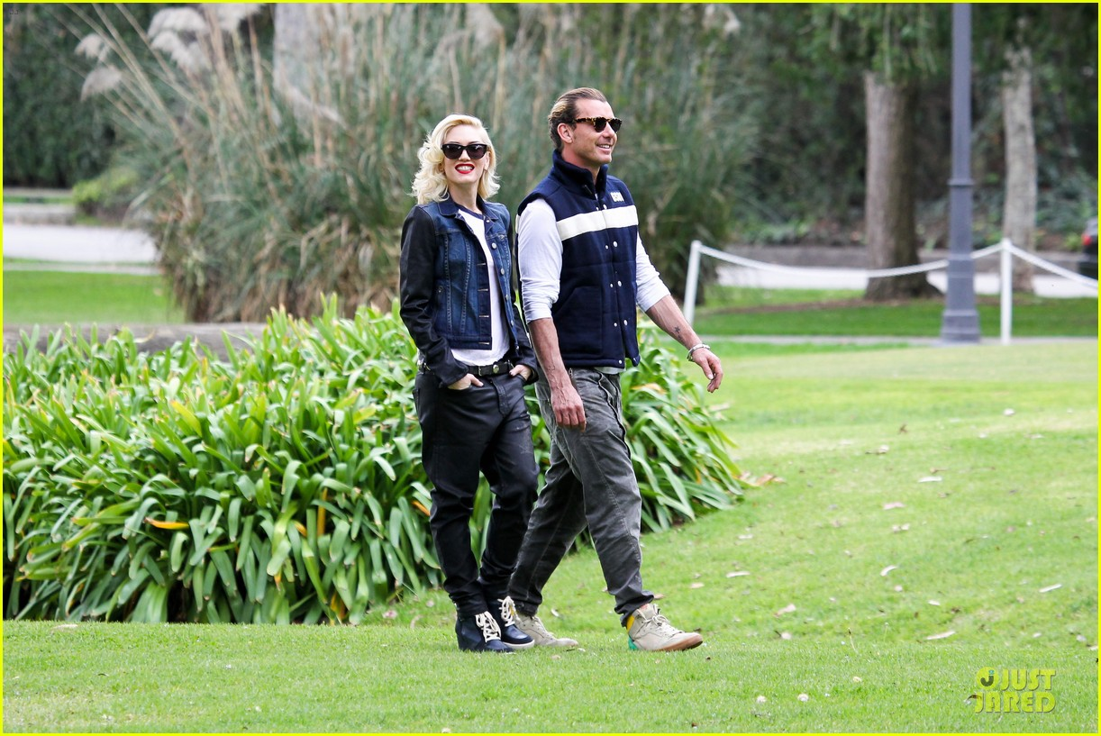 gwen stefani gavin rossdale scootering with the boys 282804930