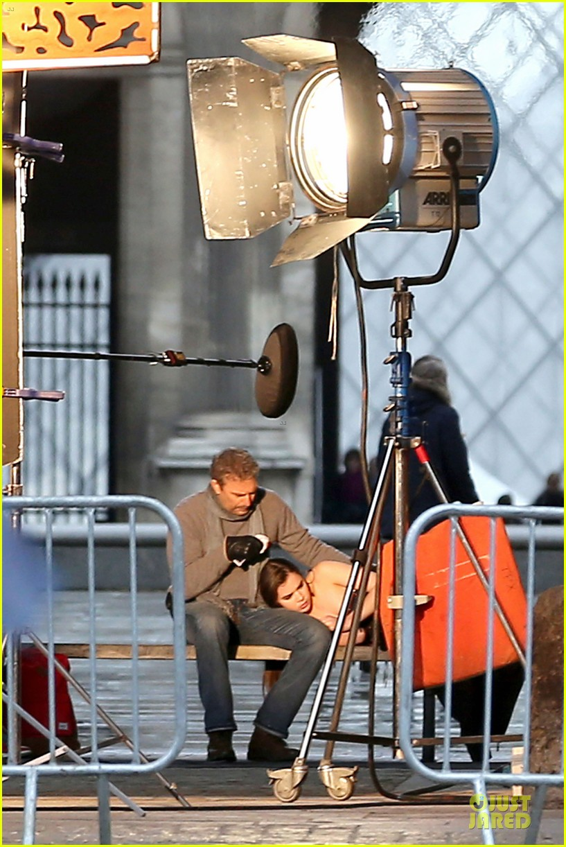 hailee steinfeld three days to kill set with kevin costner 022803183