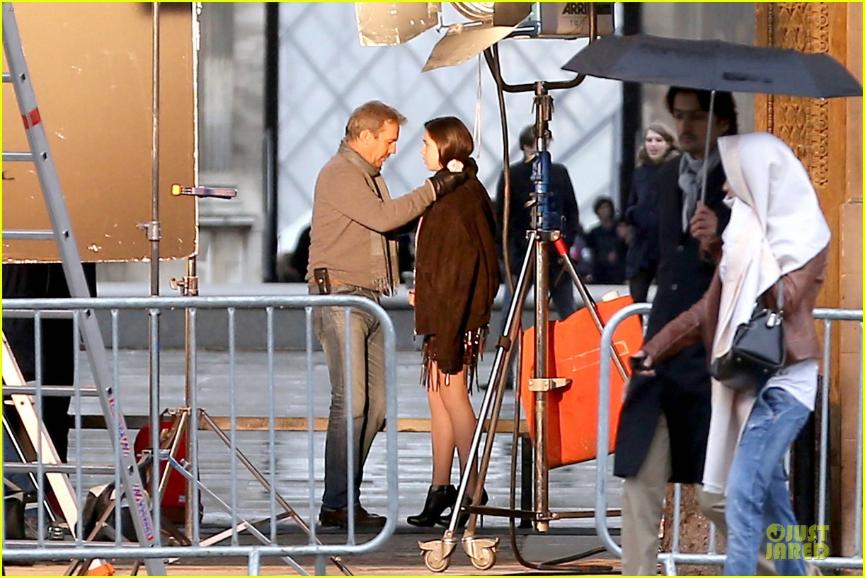 hailee steinfeld three days to kill set with kevin costner 032803184