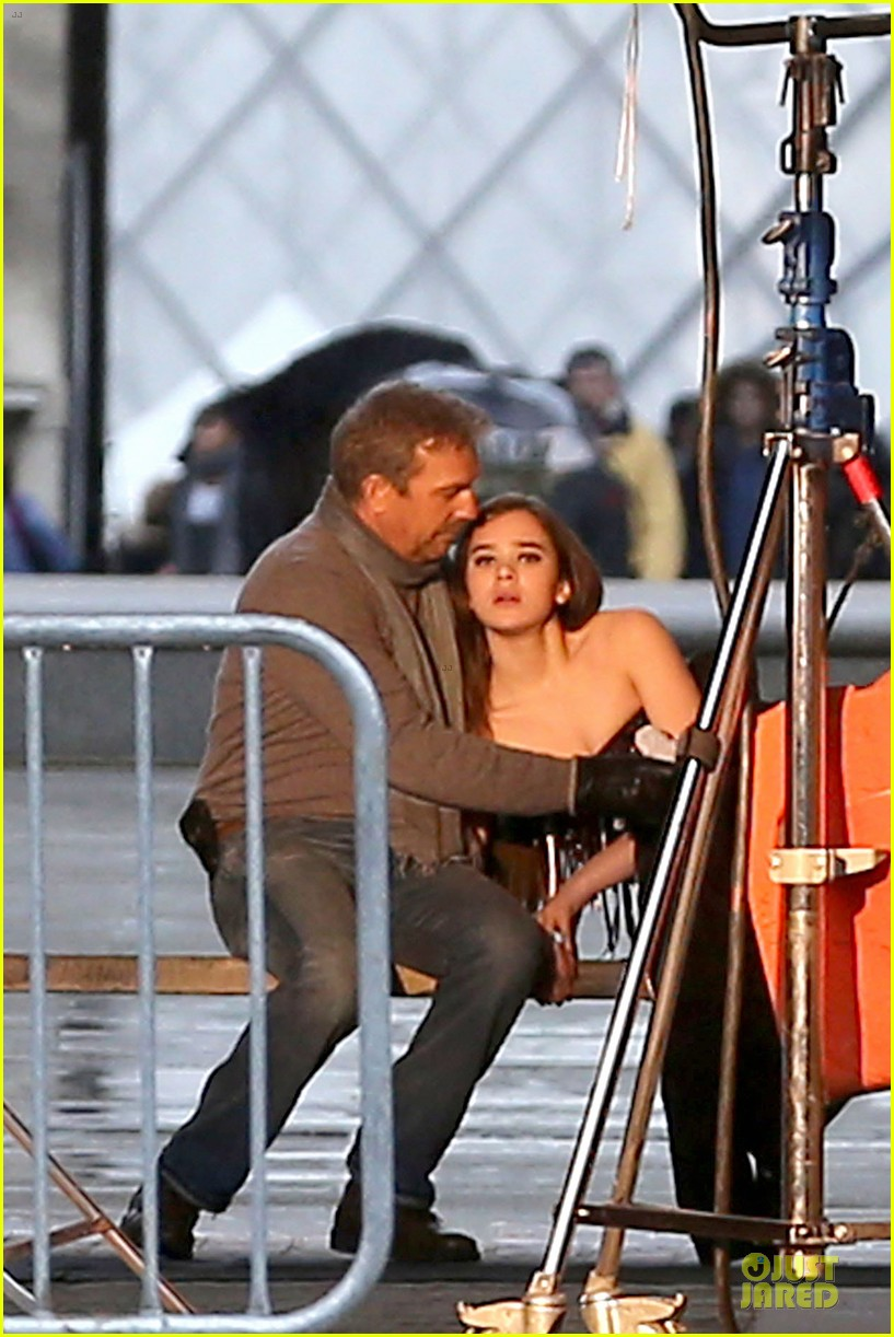 hailee steinfeld three days to kill set with kevin costner 042803185