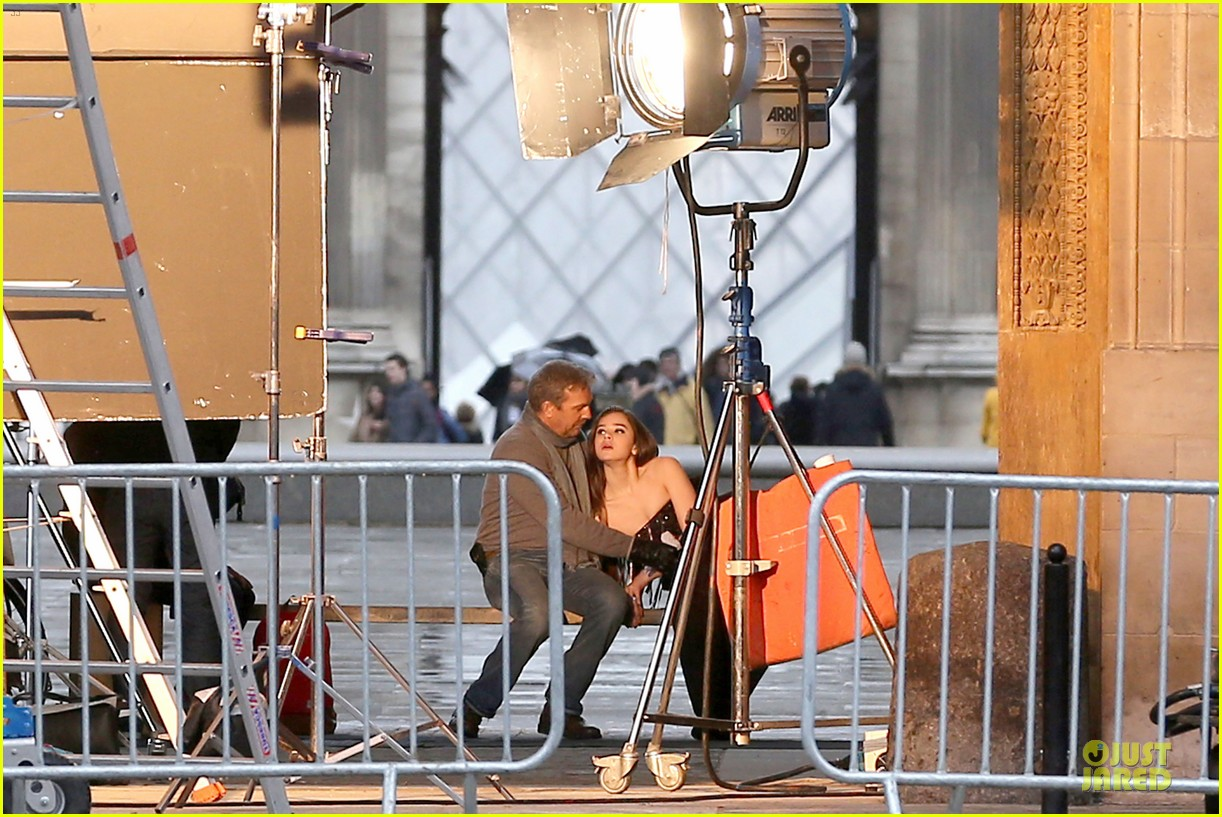 hailee steinfeld three days to kill set with kevin costner 062803187