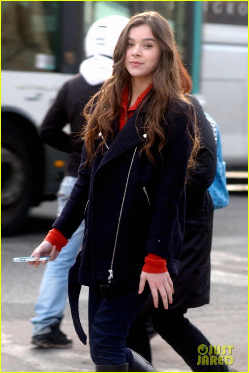 hailee steinfeld amber heard three days to kill set 02