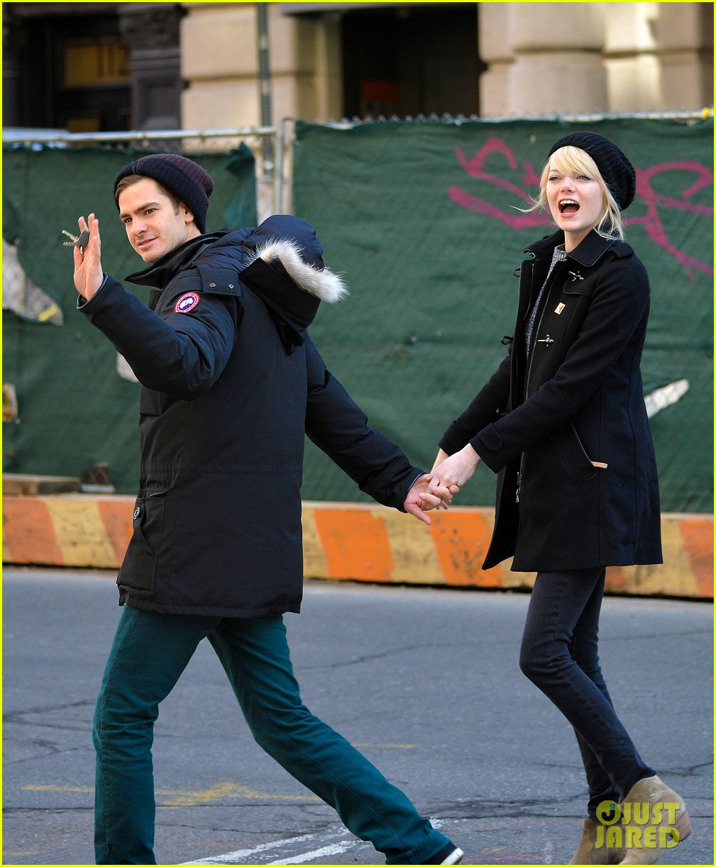 emma stone andrew garfield holding hands after breakfast 052822377
