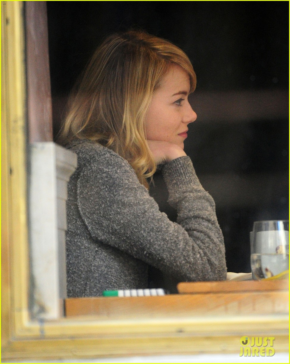 emma stone tribeca lunch with a mystery male 02