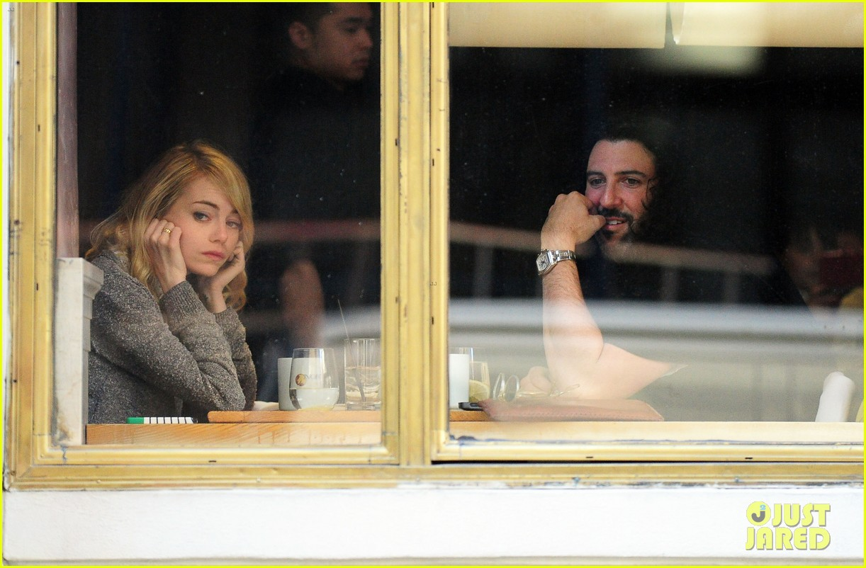 emma stone tribeca lunch with a mystery male 04