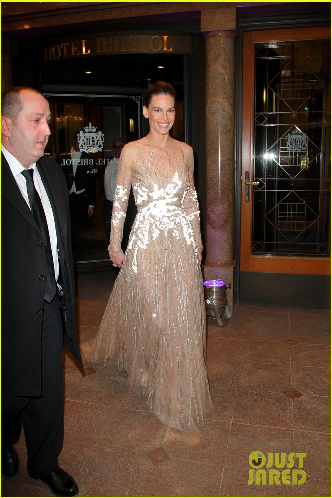 hilary swank laurent fleury vienna opera ball 01