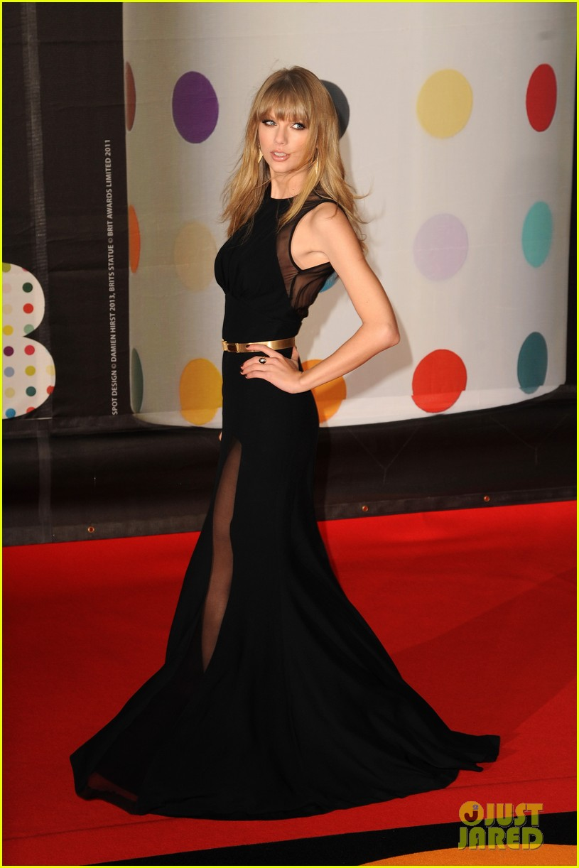 taylor swift brit awards red carpet 2013 02