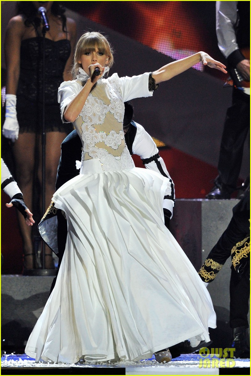 taylor swift brit awards 2013 performance watch now 012815905