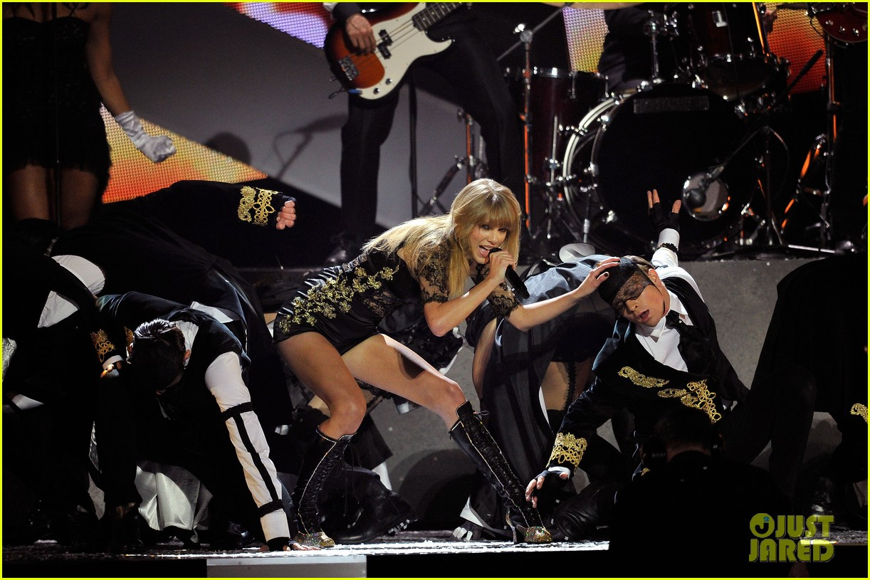 taylor swift brit awards 2013 performance watch now 03