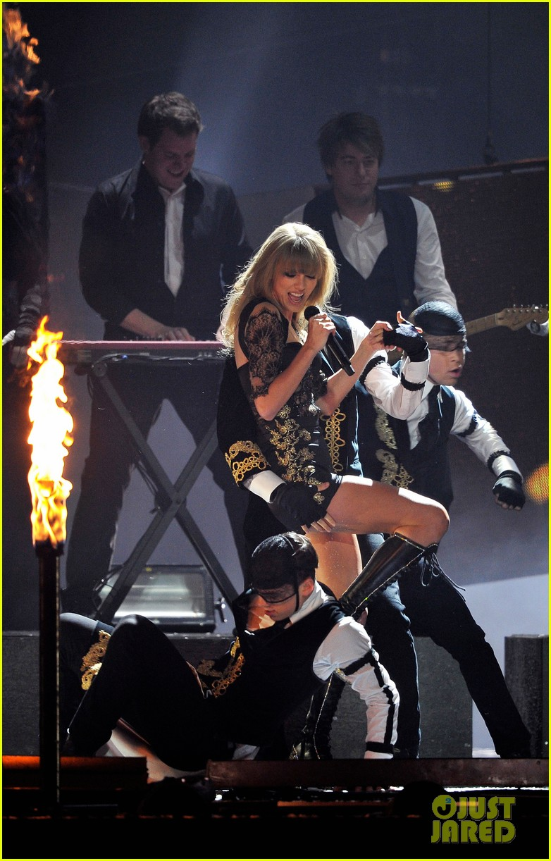 taylor swift brit awards 2013 performance watch now 042815908