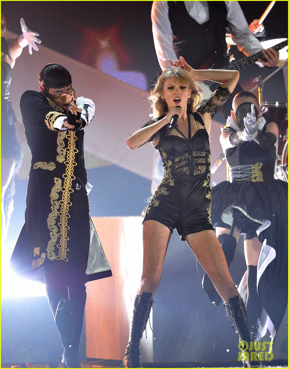 taylor swift brit awards 2013 performance watch now 05