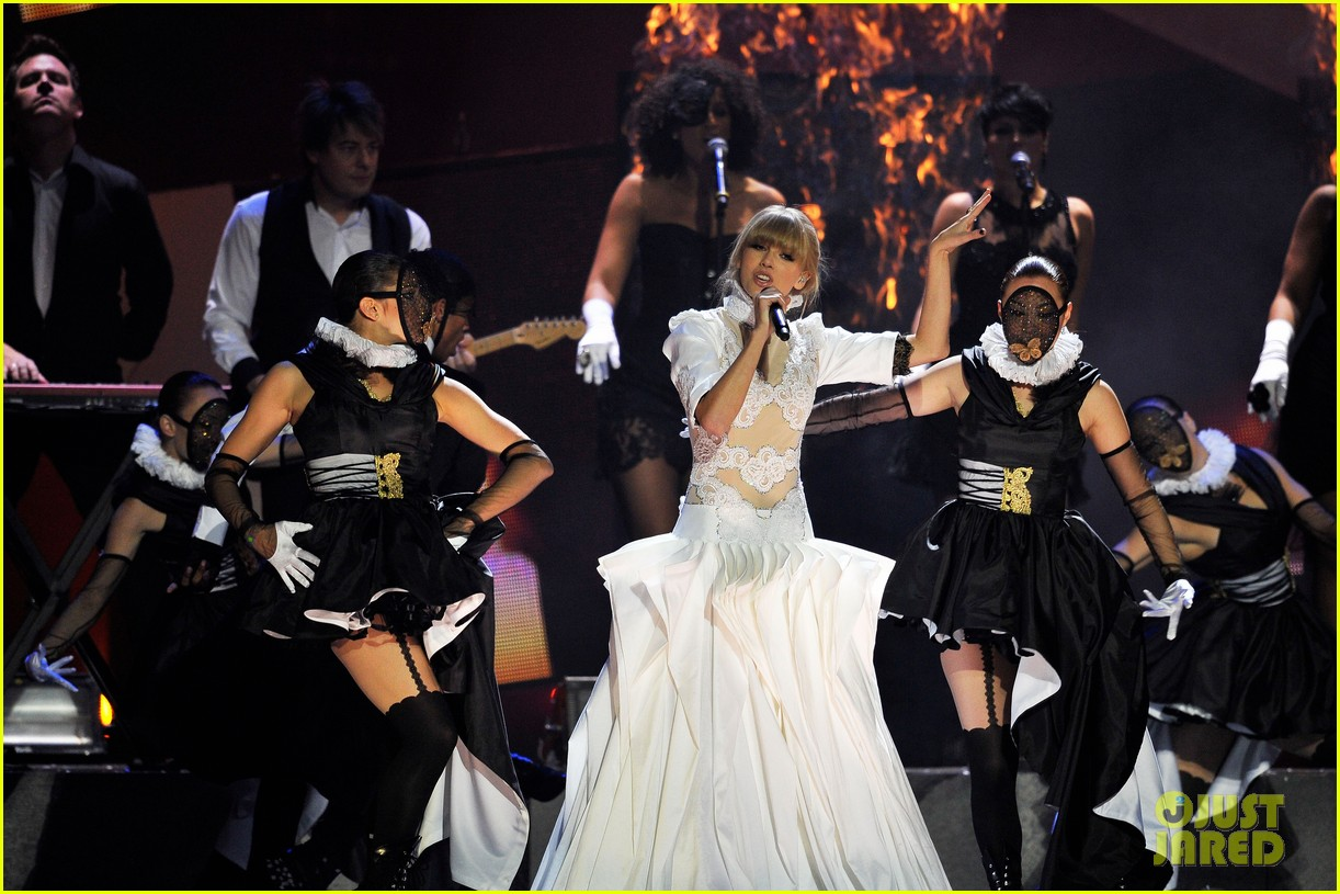 taylor swift brit awards 2013 performance watch now 092815913
