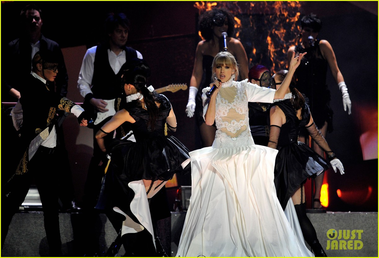 taylor swift brit awards 2013 performance watch now 102815914
