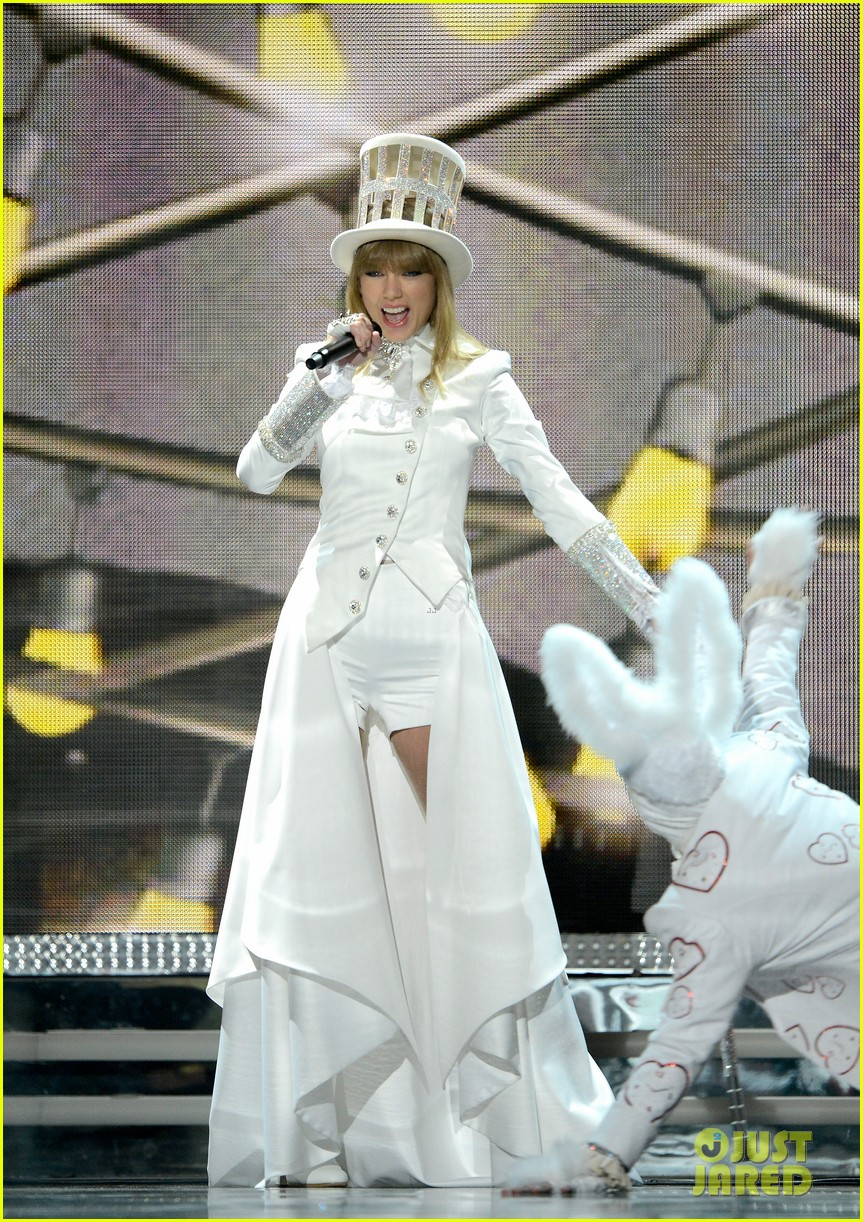 taylor swift grammys 2013 performance watch now 012809363