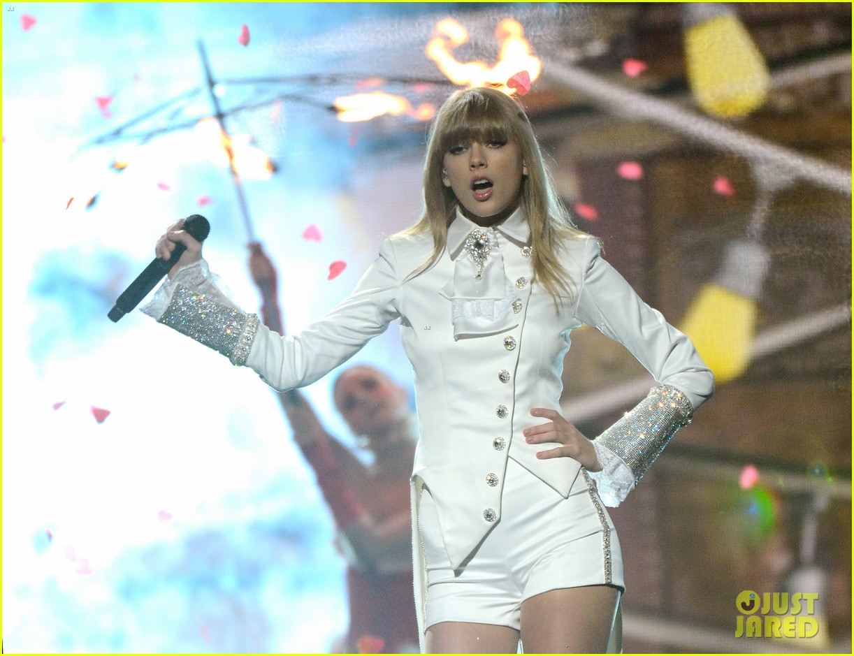 taylor swift grammys 2013 performance watch now 062809368