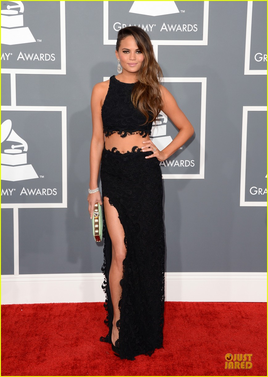 chrissy teigen john legend grammys 2013 red carpet 01