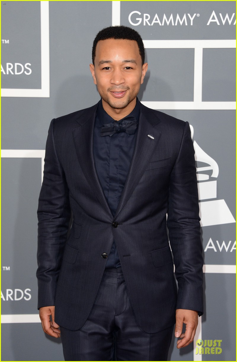 chrissy teigen john legend grammys 2013 red carpet 032809404