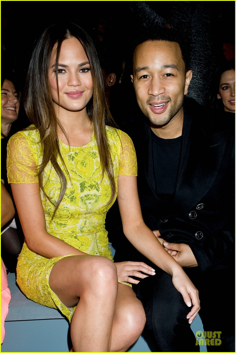 chrissy teigen john legend vera wang fashion show 02